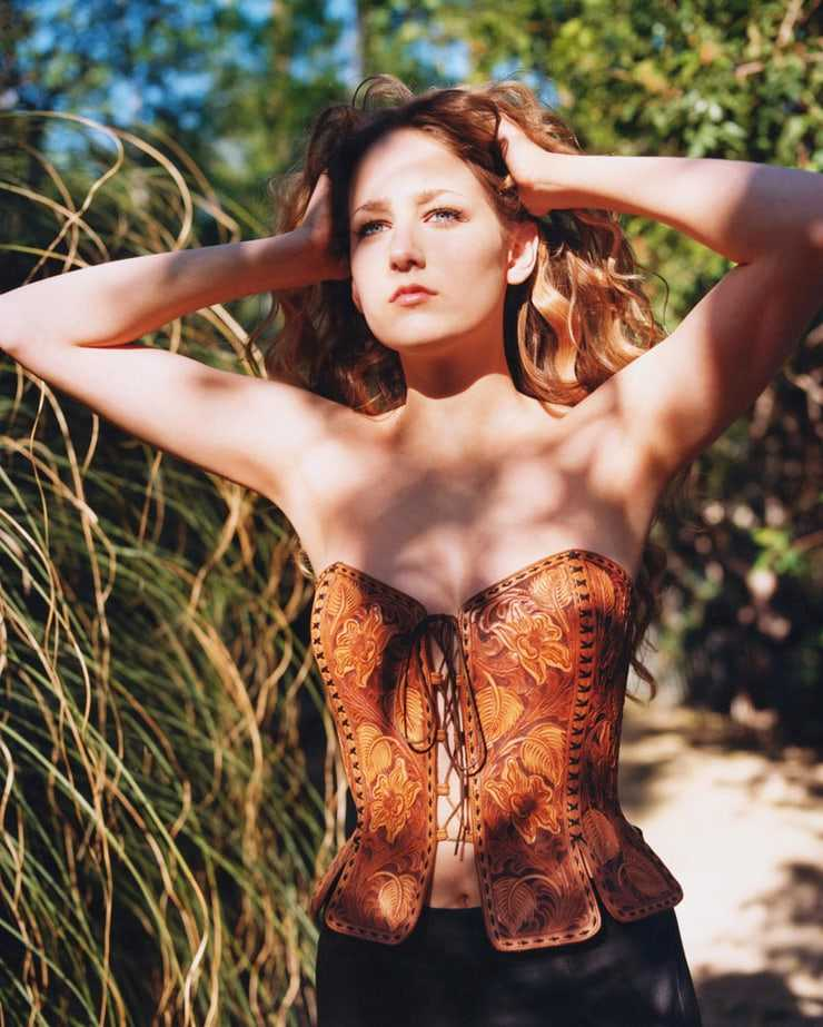 Leelee Sobieski hot pics (1)