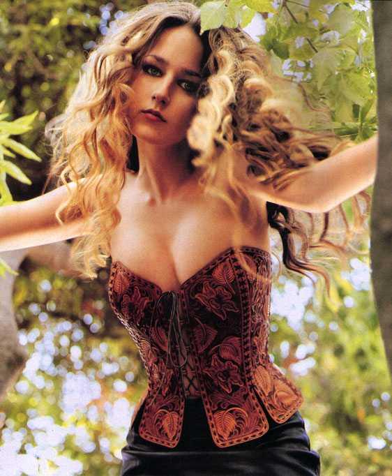 Leelee Sobieski hot pics (2)