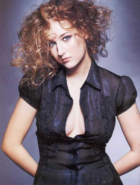 Leelee Sobieski sexy pics (2)
