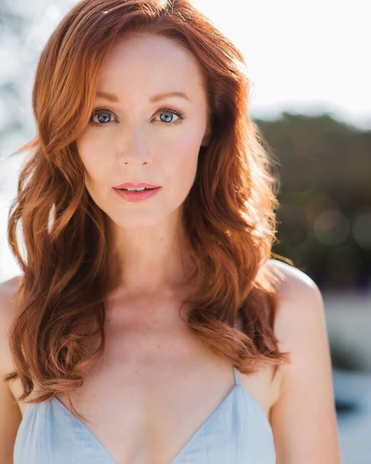 Lindy Booth hairs