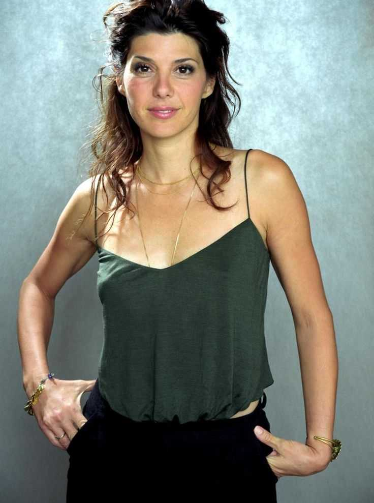 Marisa Tomei sexy cleavage