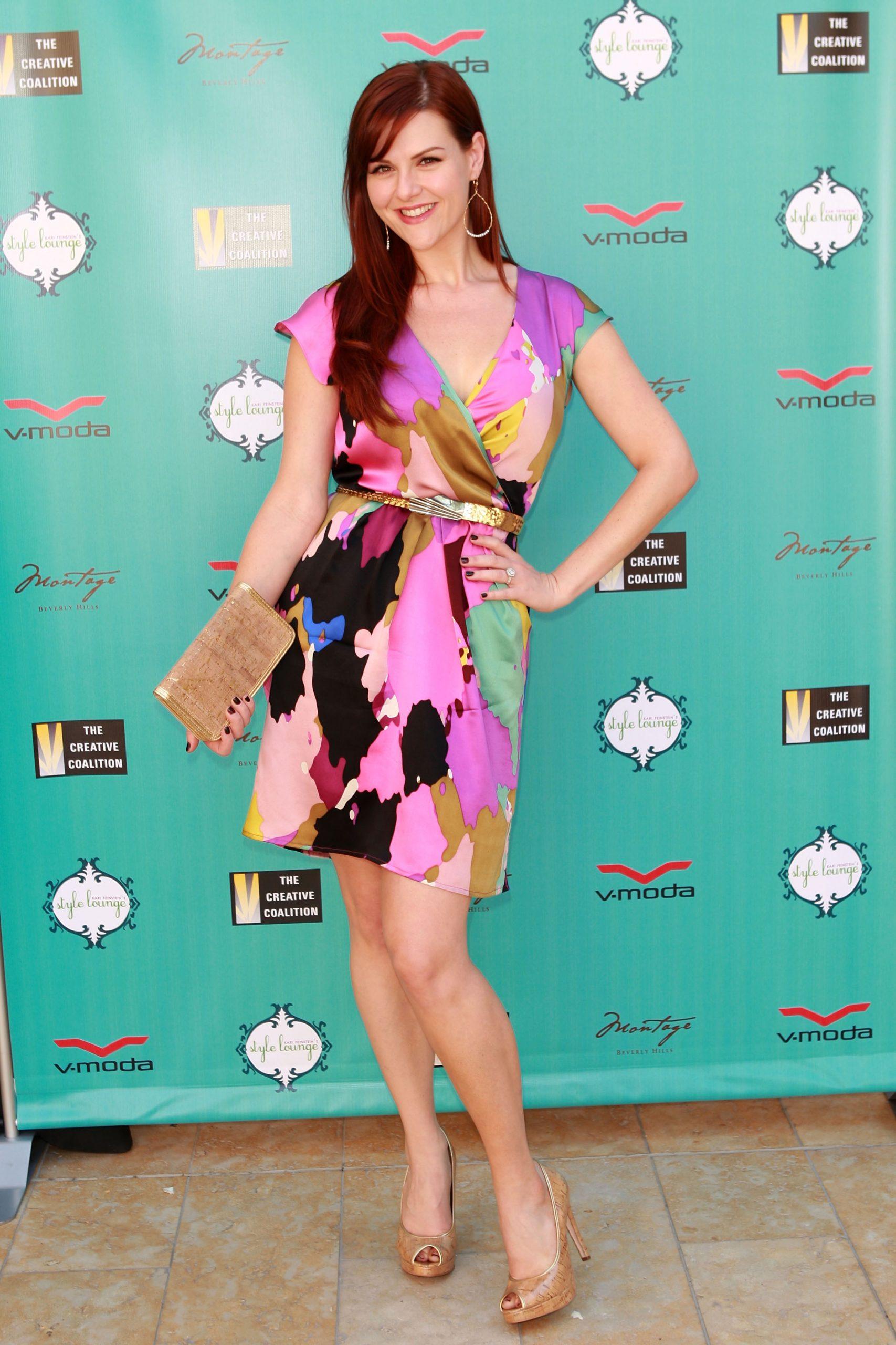 Sara Rue dress