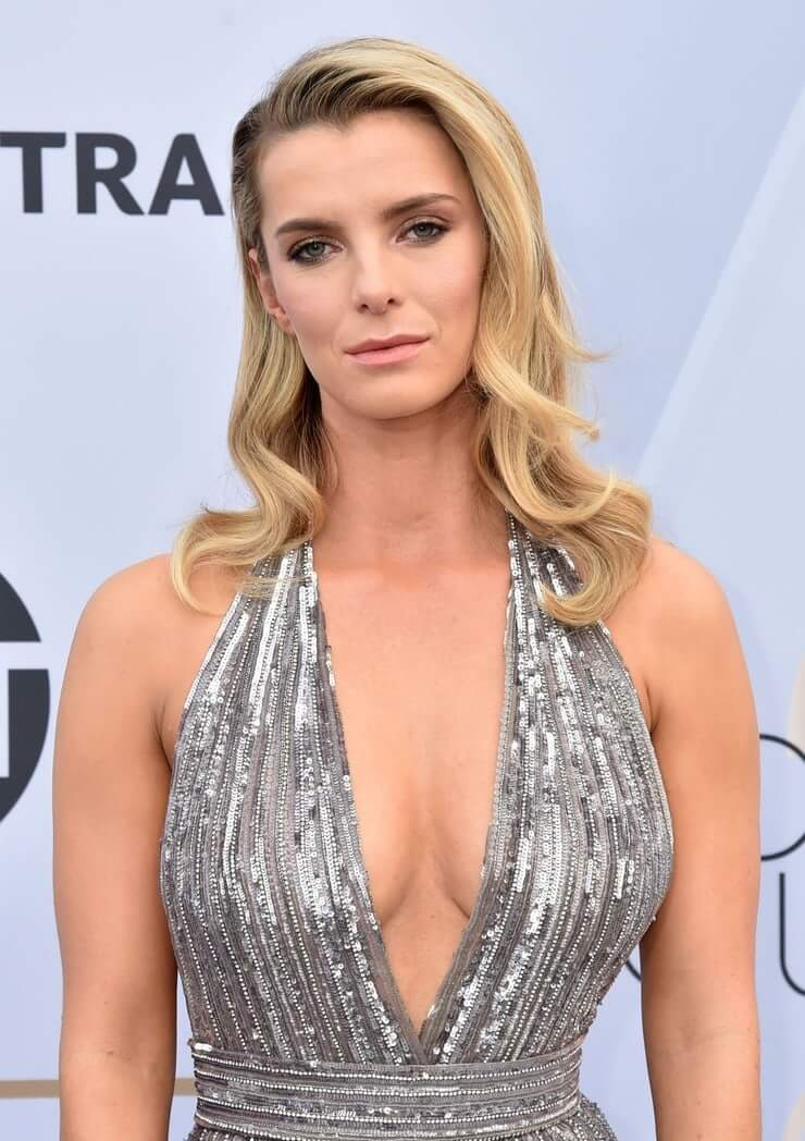 betty-gilpin-sexy-cleavage-pic