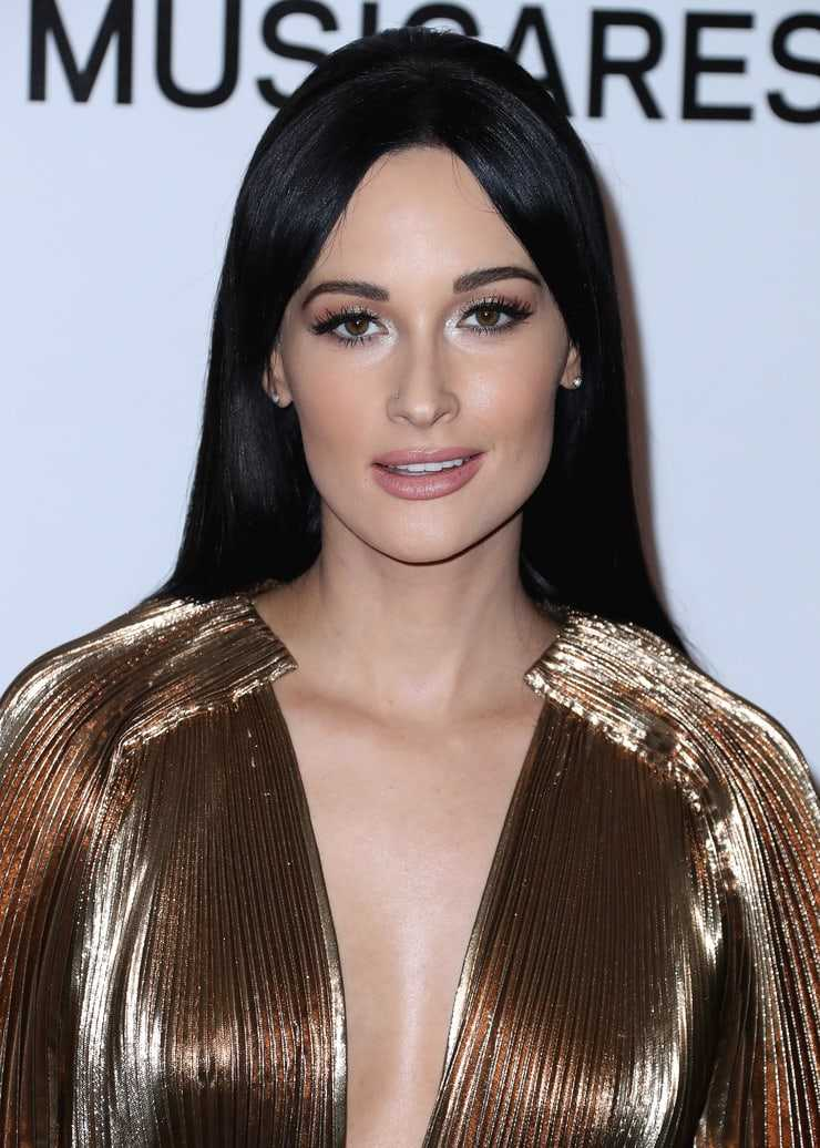 kacey musgraves hot cleavage