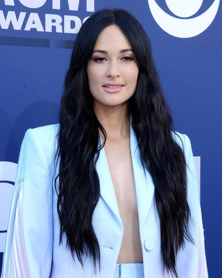 kacey musgraves sexy cleavage