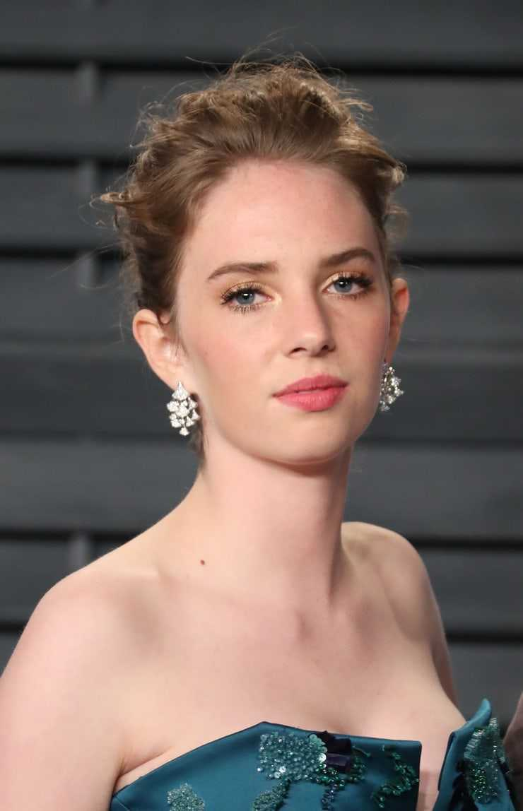 maya hawke sexy pictures