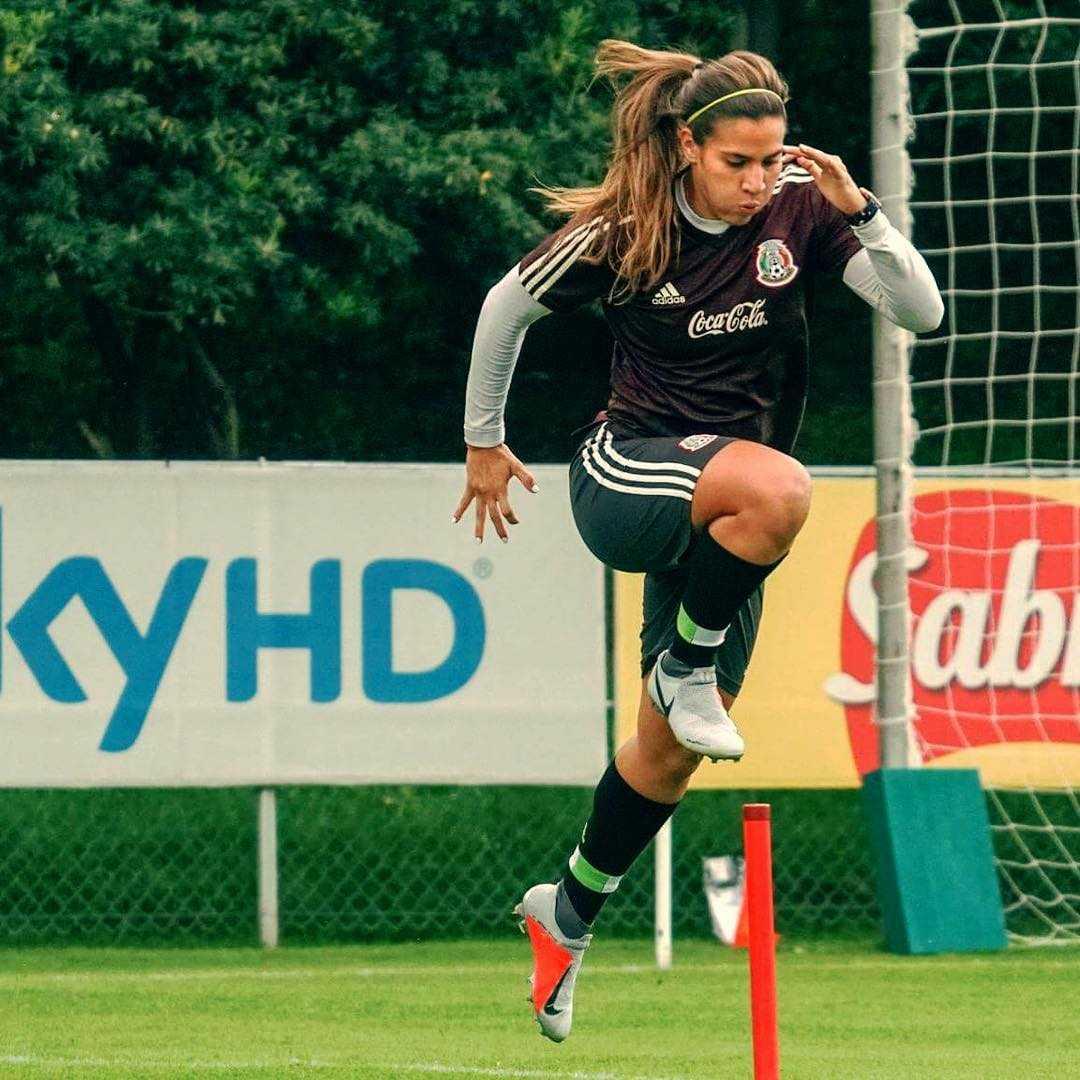 nayeli rangel jumping