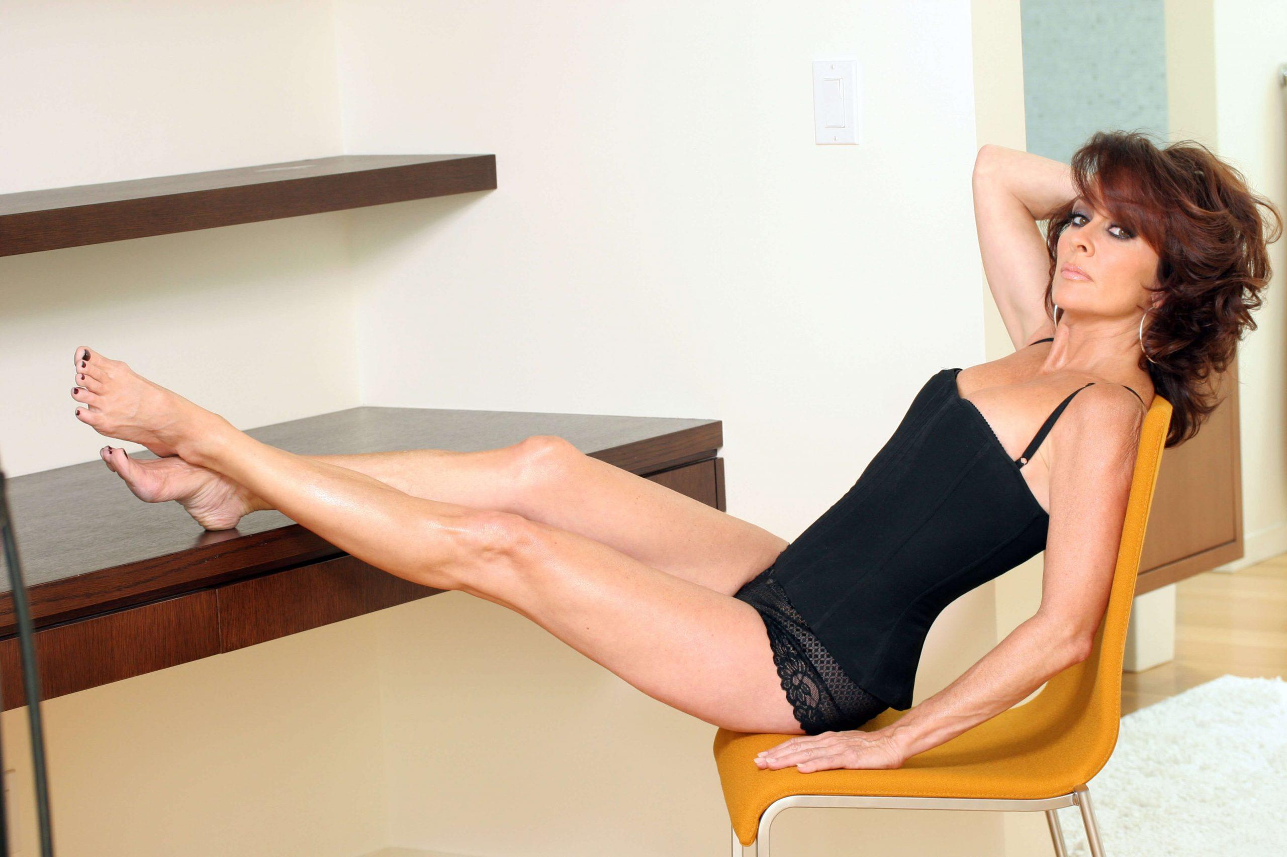 patricia-heaton-sexy-legs