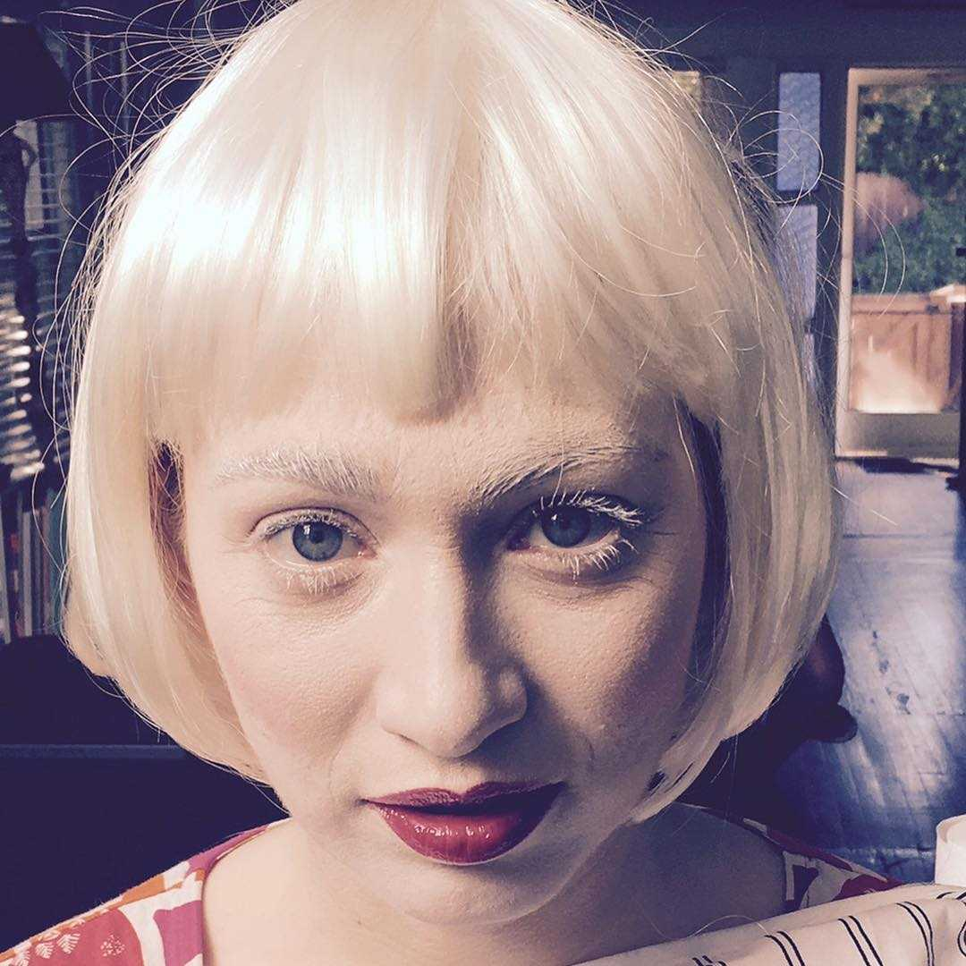 regina spektor blonde hair