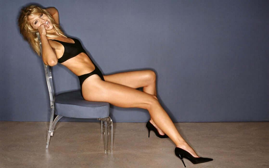 tricia helfer sexy body