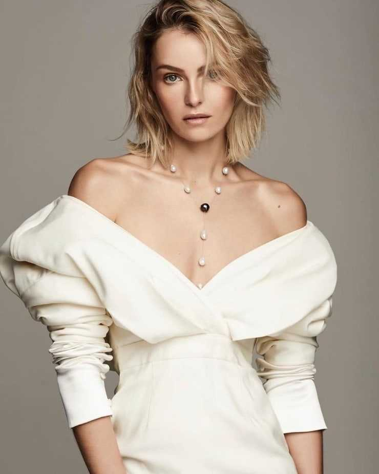valentina zelyaeva looking sexy