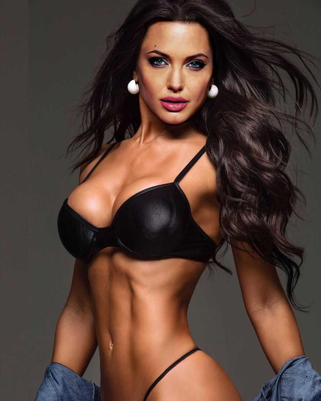 Angelina Jolie hot bikini