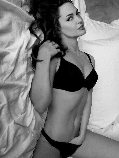 Angelina Jolie hot pic