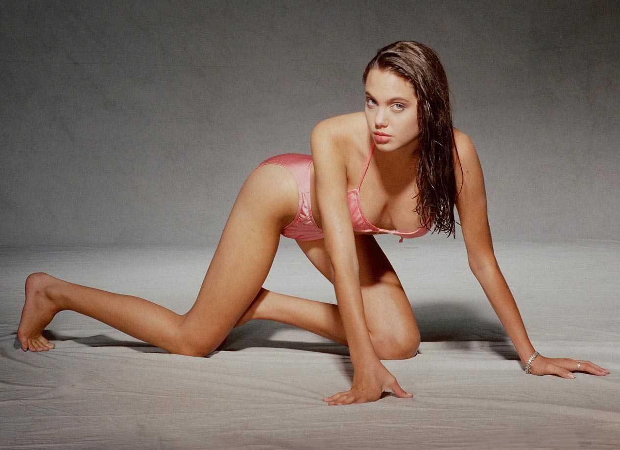 Angelina Jolie hot tits pic