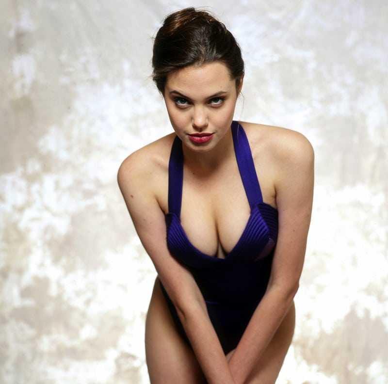 Angelina Jolie sexy tits pic