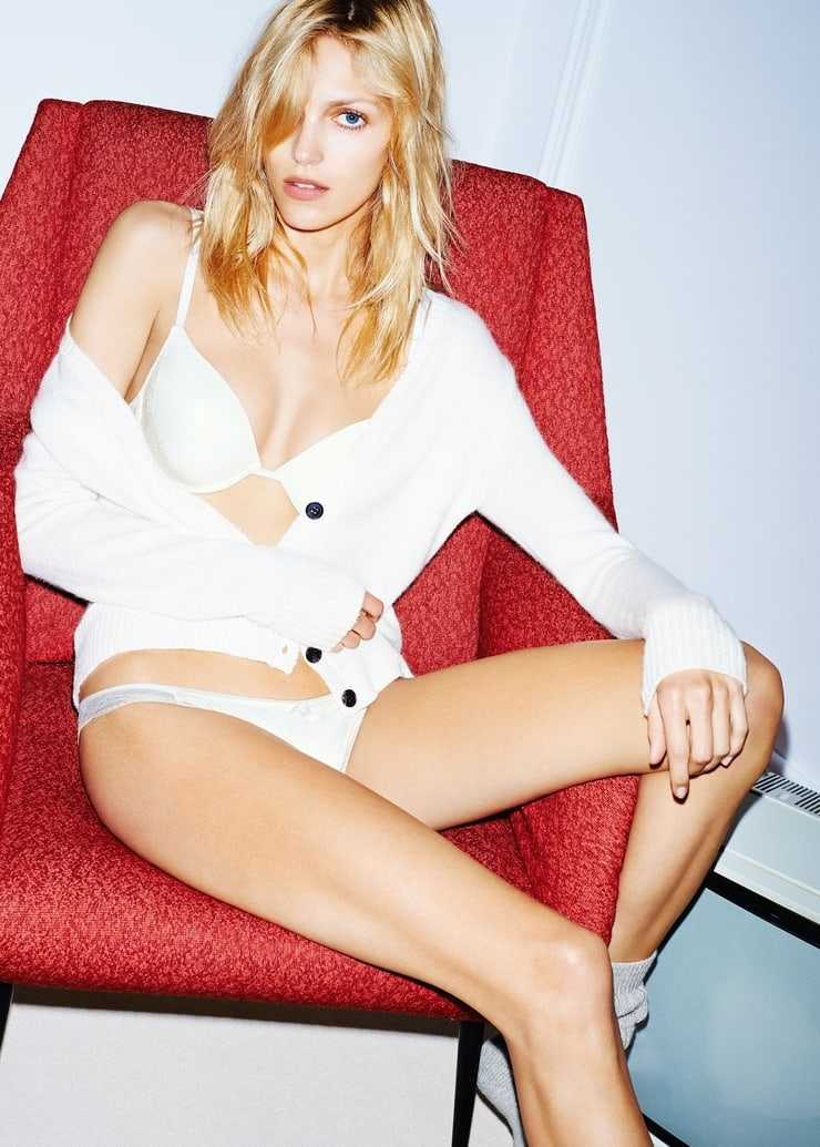 Anja Rubik sexy pictures