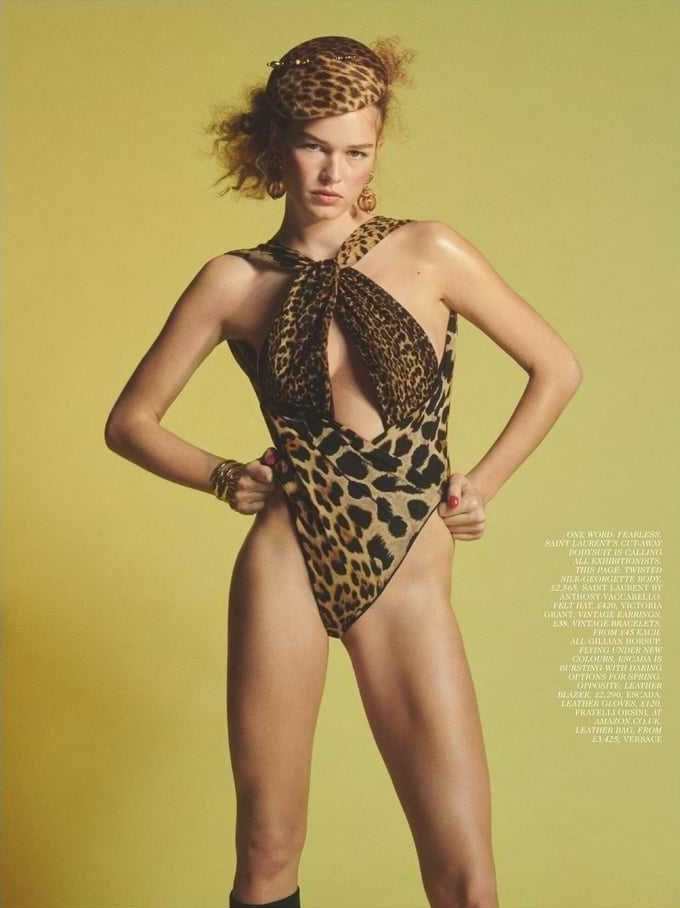 Anna Ewers amazing look