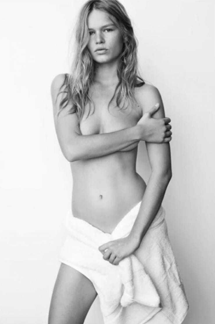 Anna Ewers topless pic