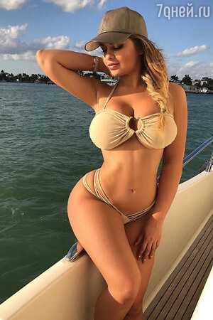 Anna Semenovich hot look