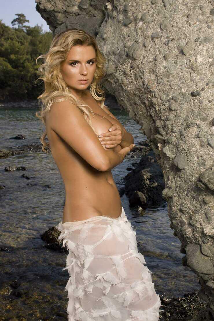 Anna Semenovich sexy pic