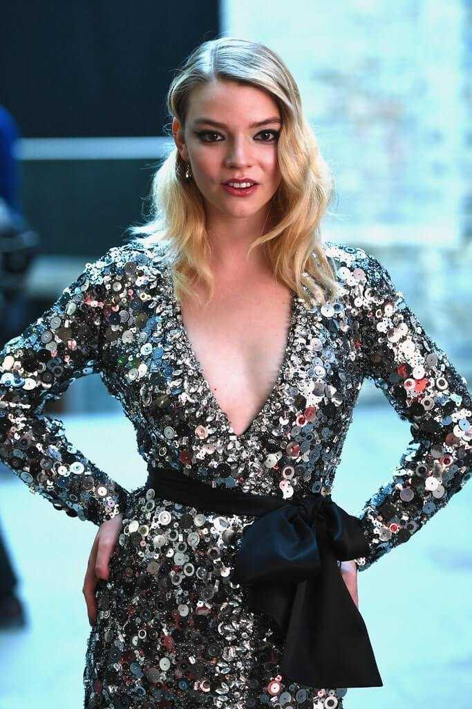 Anya Taylor sexy cleavage