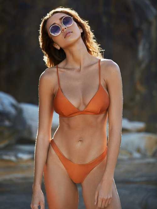 Bella Hadid hot bikini pic