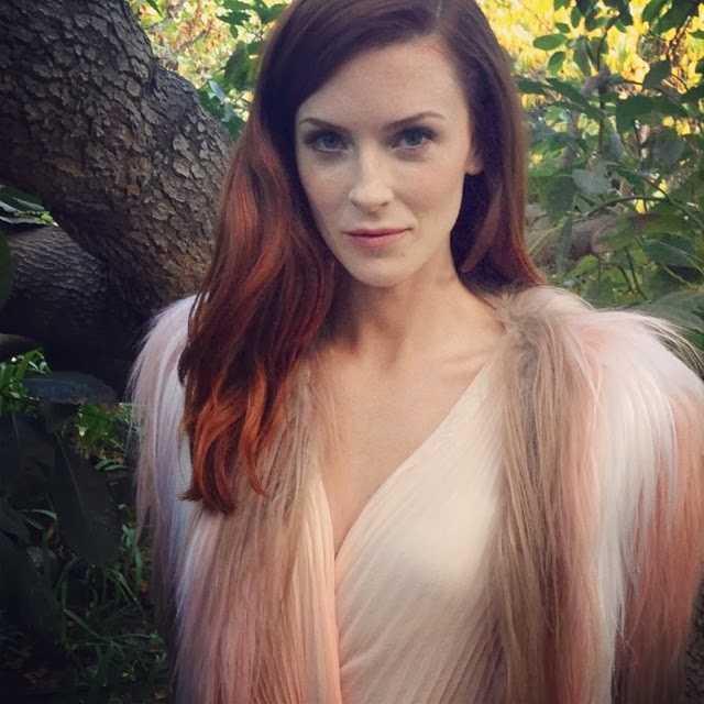 Bridget Regan sexy cleavage (1)