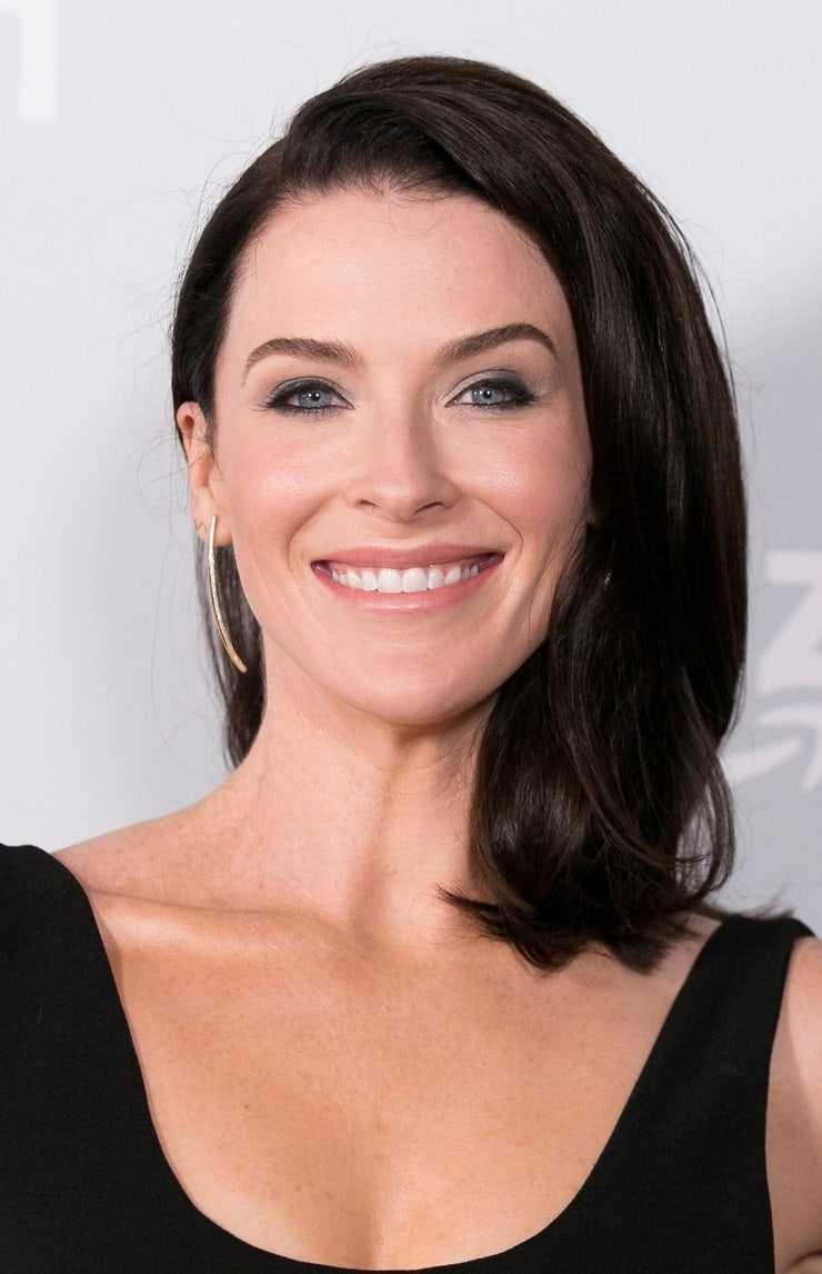Bridget Regan sexy smile (1)