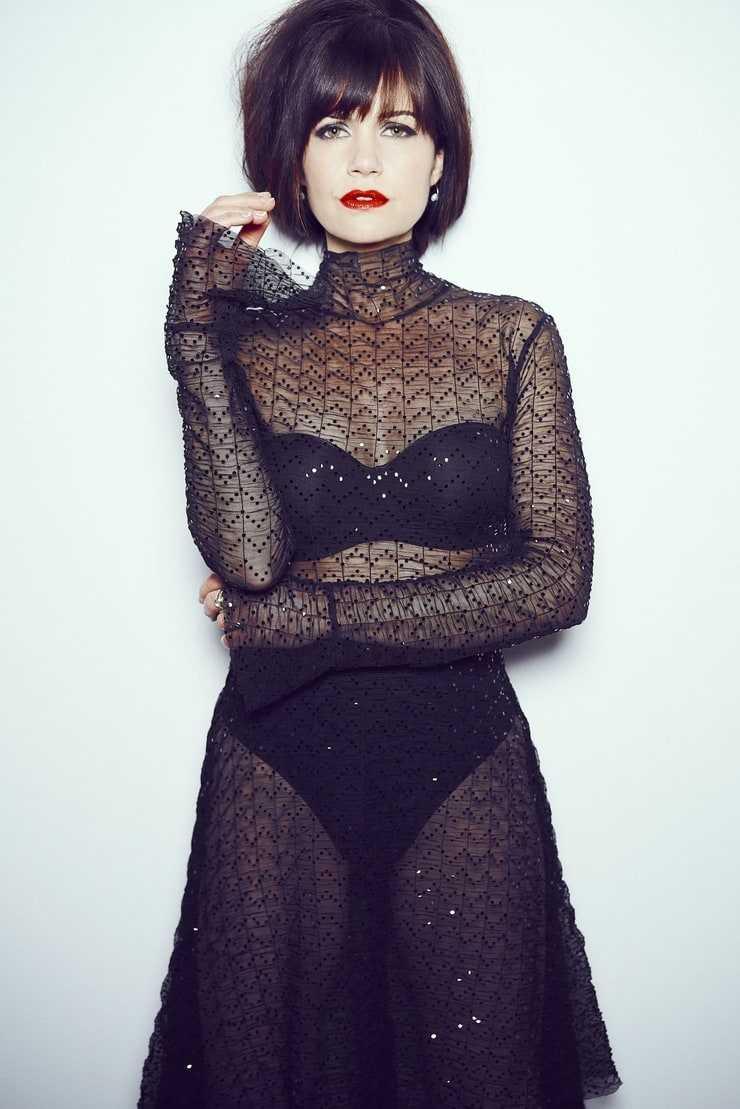 Carla Gugino hot boobs