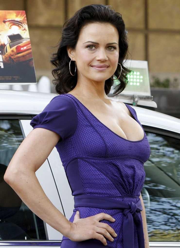 Carla Gugino sexy look pic