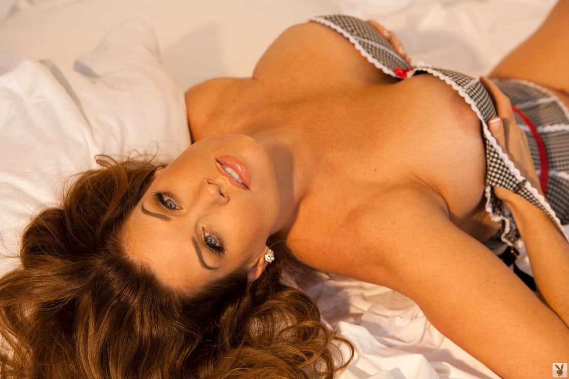 Carrie Stevens cleavage pic