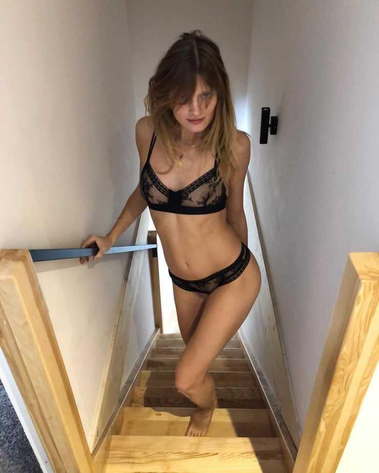 Constance Jablonski sexy pictures