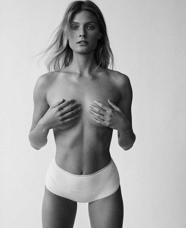 Constance Jablonski topless pic