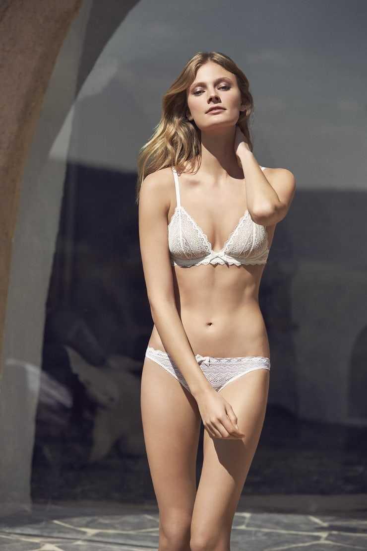 Constance Jablonski white bikini pic