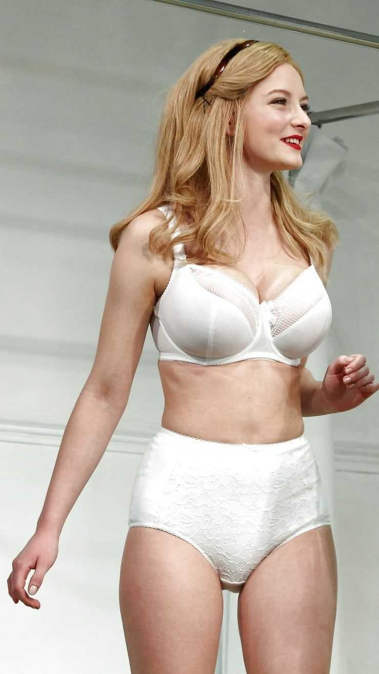 Dakota Blue Richards hot bikini pic