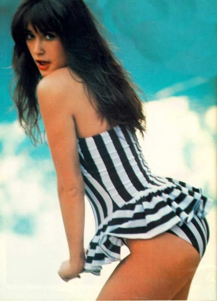 Demi Moore booty pic