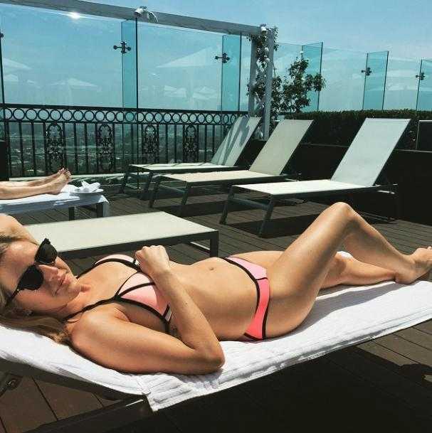 Ellie Goulding hot pic