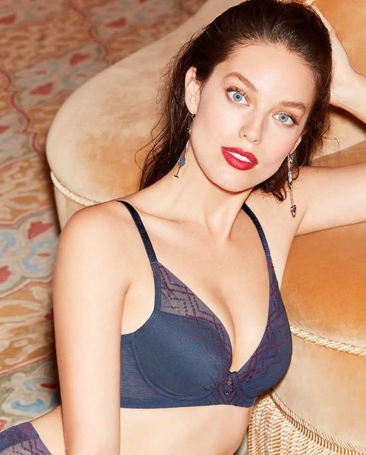 Emily DiDonato hot cleavage