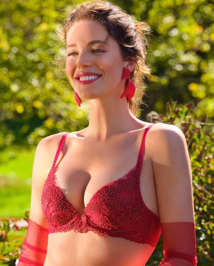 Emily DiDonato hot pictures