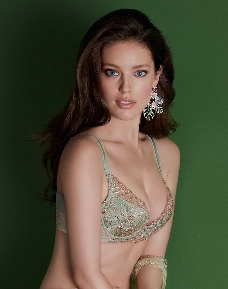 Emily DiDonato sexy cleavage