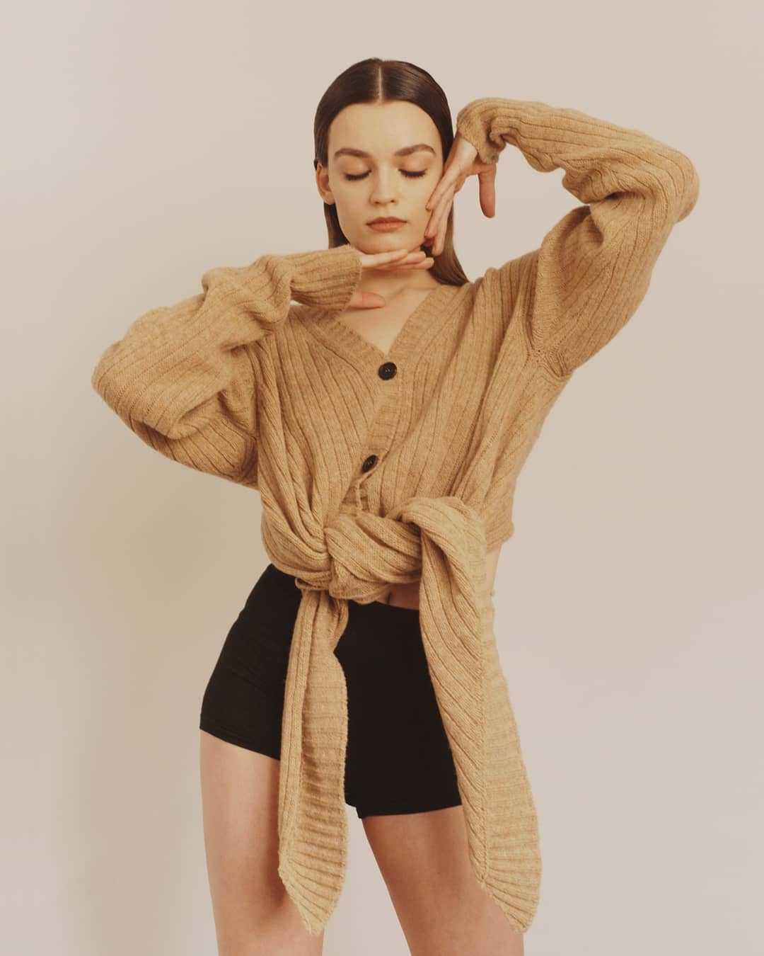 Emma Mackey hot look