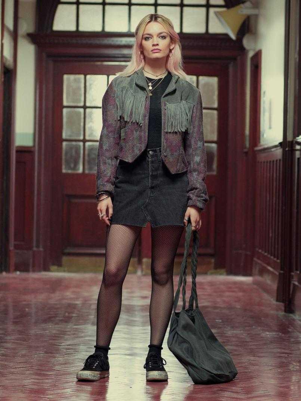 Emma Mackey sexy legs pic