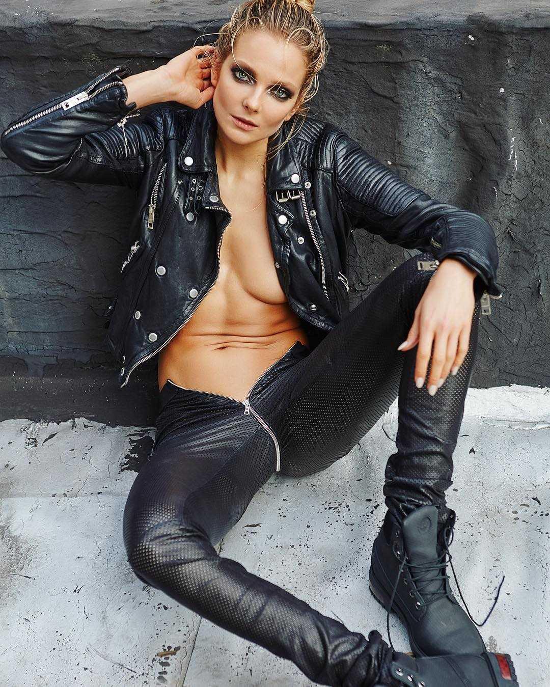 Eniko Mihalik cleavage photo