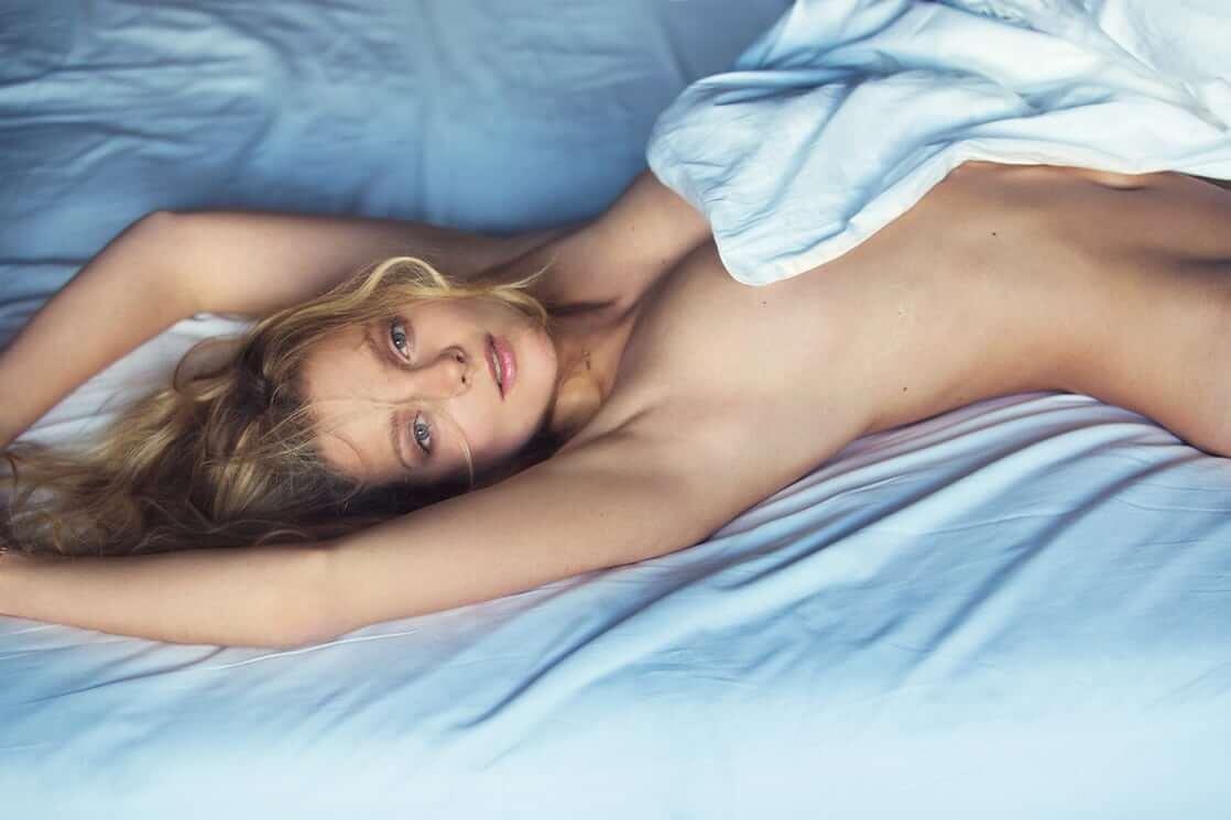 Eniko Mihalik topless pic