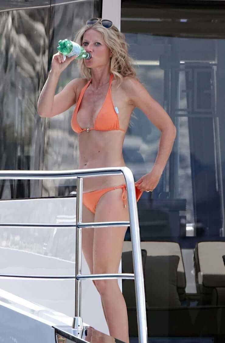 Gwyneth Paltrow sexy feet pic