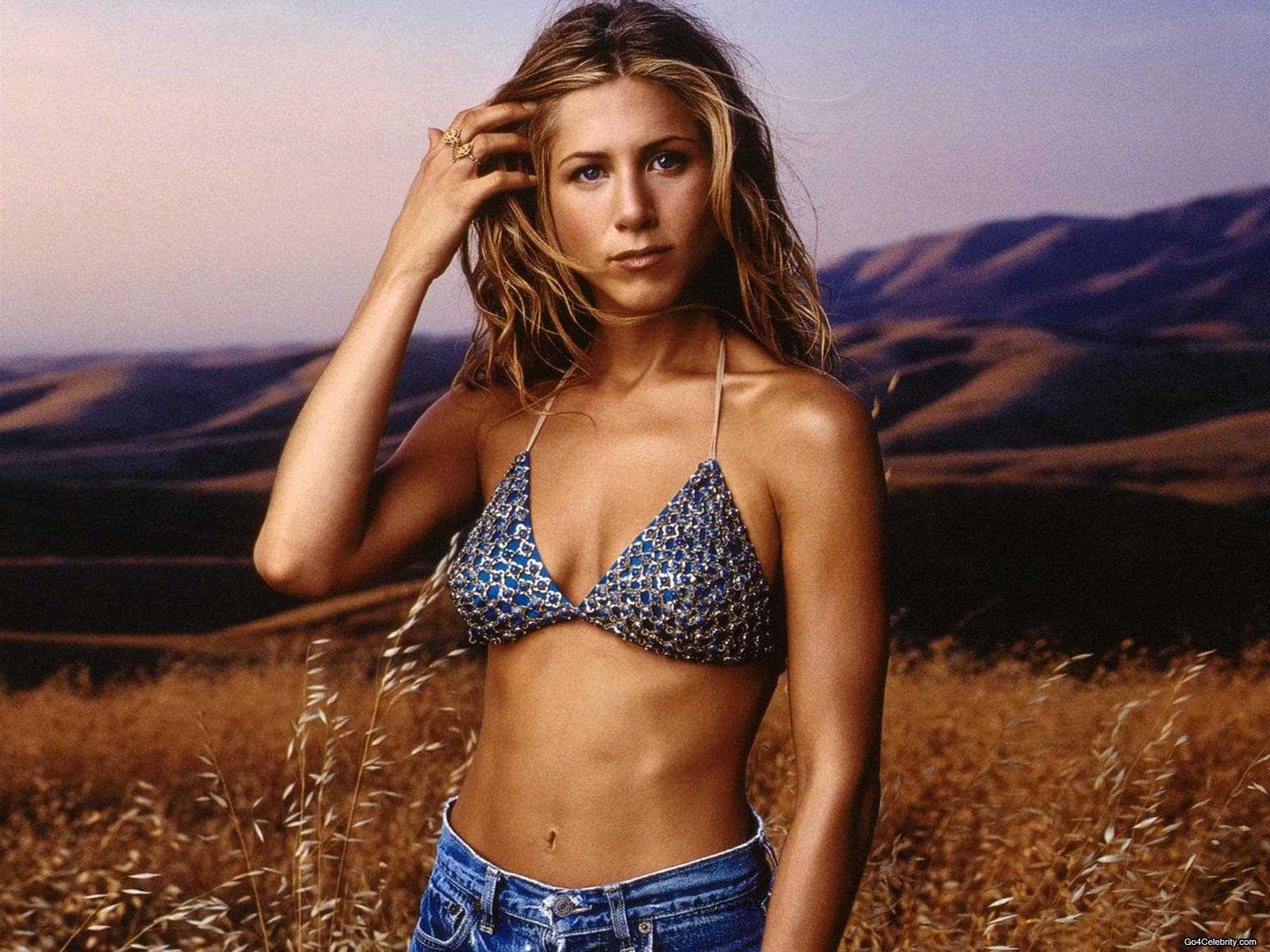Jennifer Aniston hot bikini pic