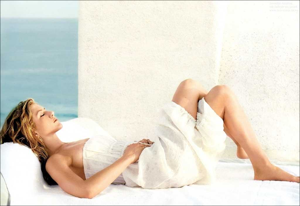 Jennifer Aniston sexy look