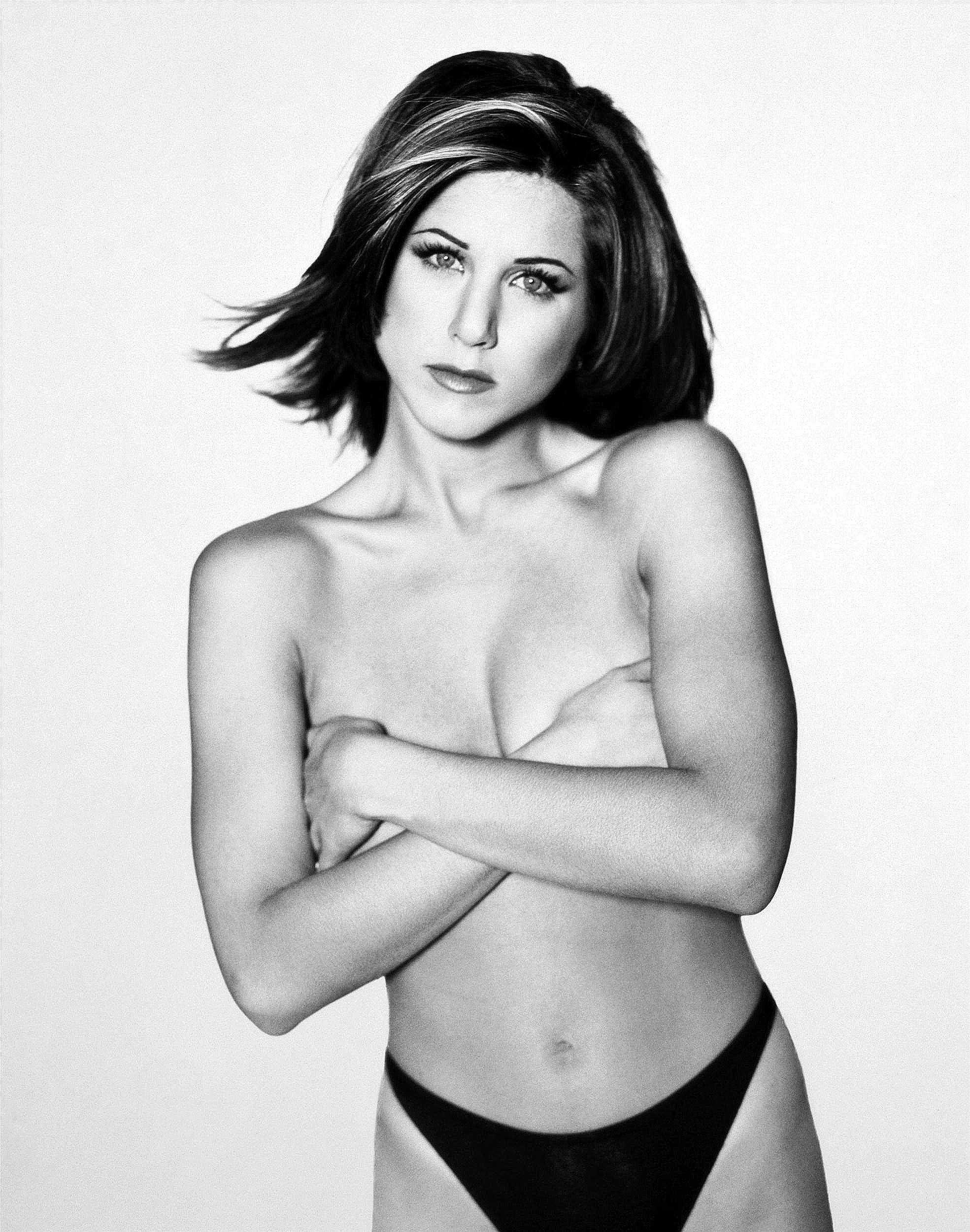 Jennifer Aniston topless pic