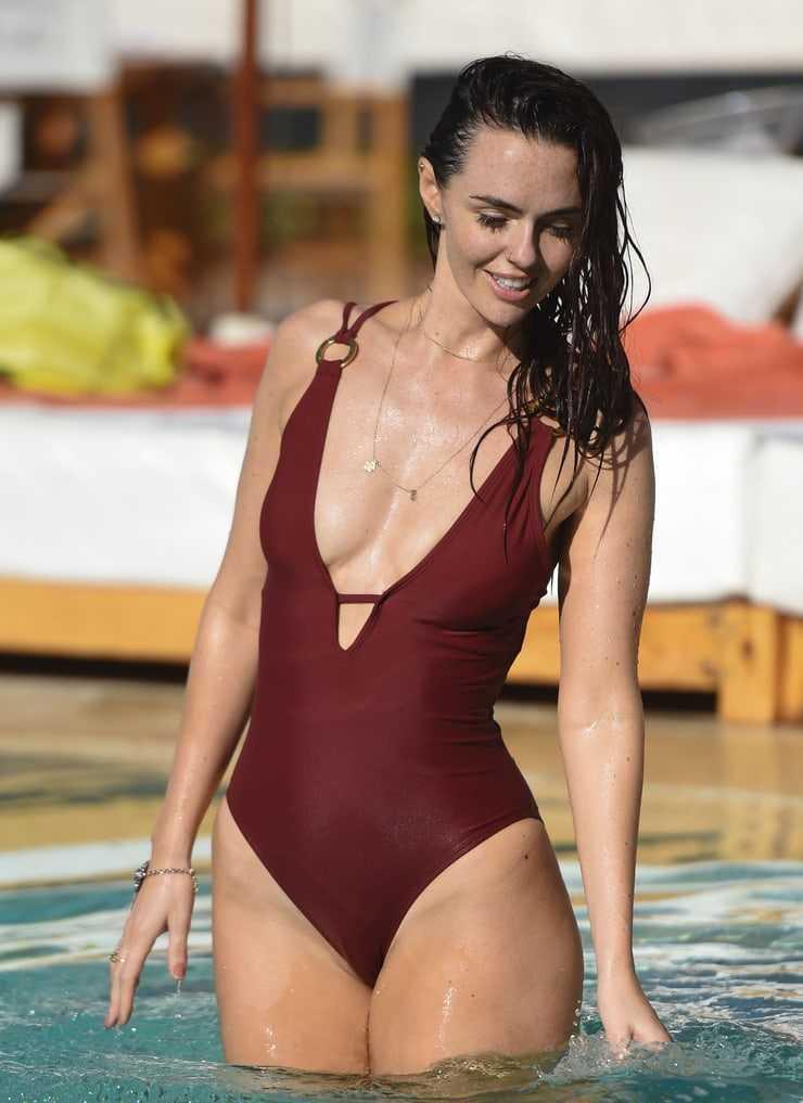 Jennifer Metcalfe swimsuit pic