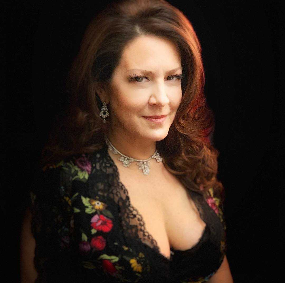 Joely Fisher beautiful